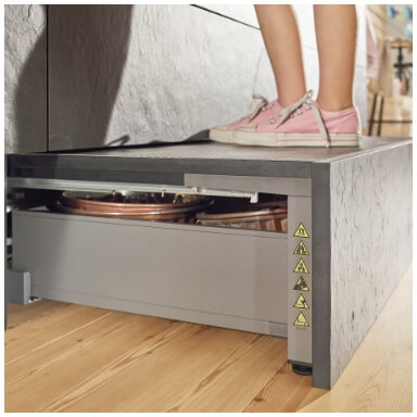 kitchen storage accessory in pull out step